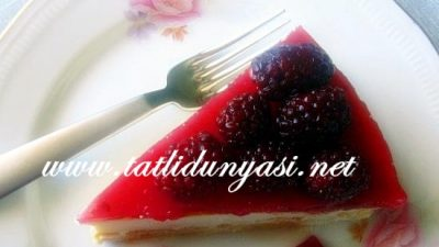 Böğürtlen Soslu Cheesecake