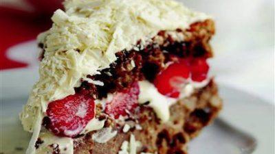 Çilekli Cevizli Yaş Pasta