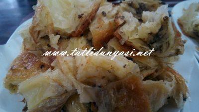 Kıymalı Kol Böreği (Börekçilerdeki)
