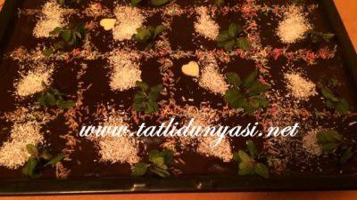 Kek Tabanlı Kremalı Pasta