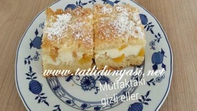 Şeftalili Labneli Pasta (Pfirsichquarkkuchen mit Streusel)