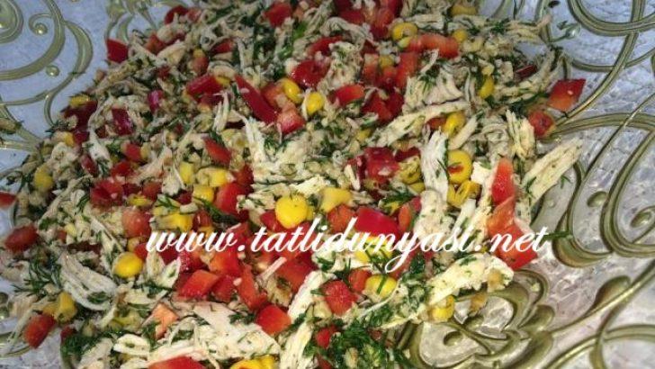 Soslu Tavuk Salatası