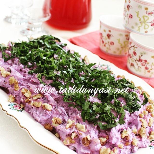 tavuklu-kirimizi-lahana-salatasi-tarifi